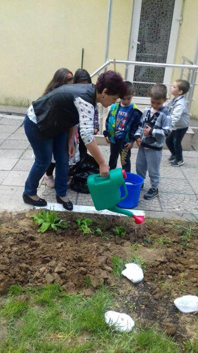 Малки градинари - ДГ 89 Шарена дъга - София, Враждебна